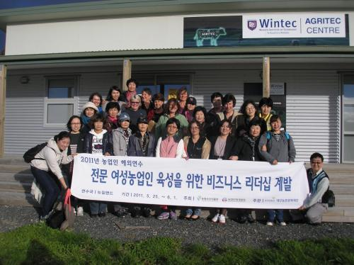 크기변환_Day5-Group photo with Dairy Womens Network.JPG